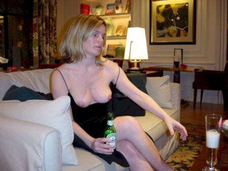 Femme infidèle sexy soumise pour amant qui aime la domination