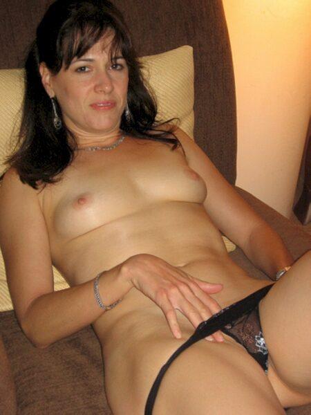Femme sexy vraiment très classe cherche un mec débutant