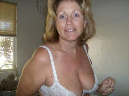 Passez une nuit sans tabou avec une femme cougar
